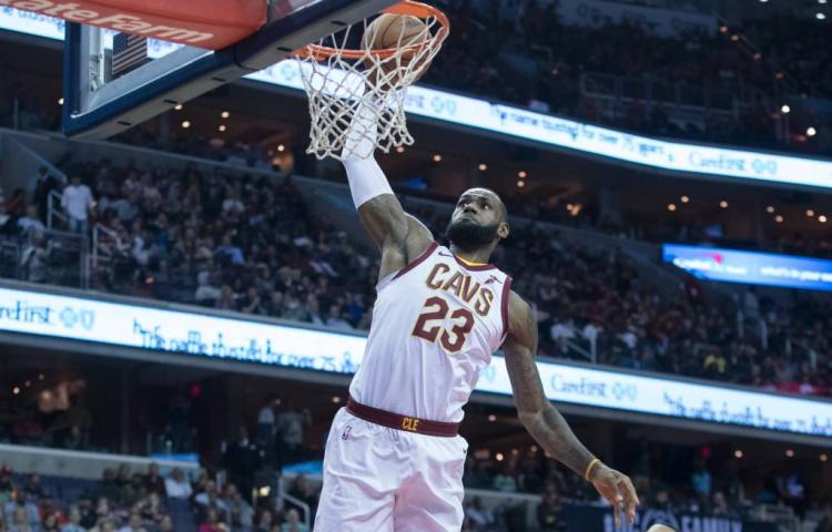 James helpt Cavaliers langs Knicks