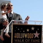 The Rock huilt 'mannentranen' op Walk of Fame