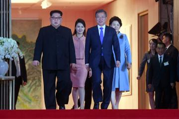 SEOUL, SOUTH KOREA - APRIL 27: South Korean president, Moon Jae-in (2nd R), first Lady Kim Jung-sook (R) and North Korean leader Kim Jong-un (L), and North Korean first Lady Ri Sol Ju (2nd L) attend the farewell ceremony at the Peace House building in the southern side of the truce village of Panmunjom, South Korea on April 27, 2018. Kim Jong-un is the first North Korean leader to enter South Korea since the end of the Korean War in 1953. INTER-KOREAN SUMMIT / POOL / Anadolu Agency