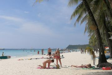 March 26, 2018 - Philippines - Hundreds of local and foreign tourist arrived in Boracay Island on Holy Monday despite of the proposed closure order of the most visited and world-renowned island paradise in the Philippines which attracts more than 2 million tourist per year